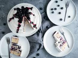 blaubeer torte mit weißem schokoladenfrosting wienerbrød