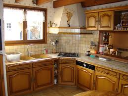 relooker une cuisine rustique en moderne transformer cuisine rustique cuisine moderne cuisine rustique qui