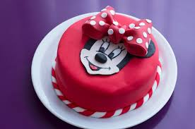gâteau d anniversaire minnie décoration en pâte à sucre