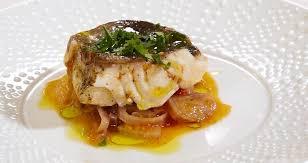 comment cuisiner le poisson comment cuire un poisson au micro ondes vidéo