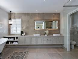 schönes elegantes badezimmer mit béton ciré pro im
