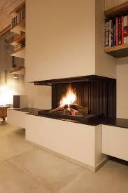 lagerfeuer für das wohnzimmer mit dem offenen kamin
