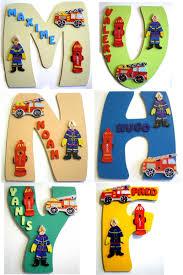 lettre decorative pour chambre bébé idée déco porte de chambre garçon thème pompier décoration