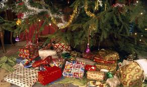 Are Christmas Trees Poisonous To Dogs Uk by Christmas Presents Insurance Firm Warning Not To Put Gifts Under
