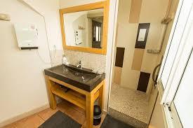 cachee dans la chambre salle de bain chambre la bordelaise photo de la maison cachee