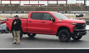 GM Plant In Oshawa Won't Produce Redesigned 2019 GMC Sierra, Chevy ... Gmc Comparison 2018 Sierra Vs Silverado Medlin Buick 2017 Hd First Drive Its Got A Ton Of Torque But Thats Chevrolet 1500 Double Cab Ltz 2015 Chevy Vs Gmc Trucks Carviewsandreleasedatecom New If You Have Your Own Good Photos 4wd Regular Long Box Sle At Banks Compare Ram Ford F150 Near Lift Or Level Trucksuv The Right Way Readylift 2014 Pickups Recalled For Cylinderdeacvation Issue 19992006 Silveradogmc Bedsides 55 Bed 6 Bulge And Slap Hood Scoops On Heavy Duty Trucks
