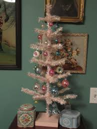 Small Christmas Ornaments Simple Pink Tree With Vintage And Tin Boxes Jpg 3000x4000