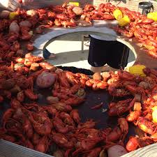 Crawfish Boil Decorating Ideas by Crawfish Boil Table Idea Trash Can In The Middle Enjoy The