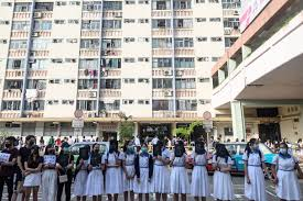100 Hong Kong Condominium School Students Form Human Chain After Weekend Of