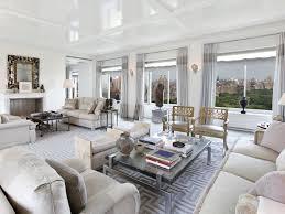 The main living room features a parquet de Versailles patterned