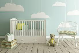 quand mettre bébé dans sa chambre quand acheter le matériel pour bébé entre superstitions et