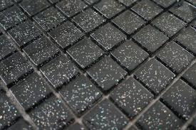 fliesen glas mosaik fliesen glasmosaik matte schwarz mit