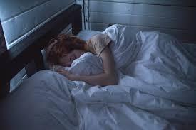 vor dem fernseher einschlafen kann das gesund sein