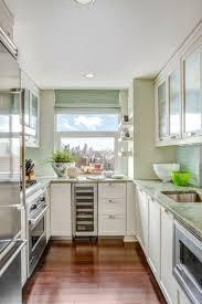 kleine küche u form mit fenster küchen renovieren ideen