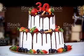 festliche torte mit früchten und schokolade stockfoto und mehr bilder amerikanische heidelbeere