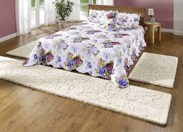 flauschige bettumrandung für ein gemütliches schlafzimmer