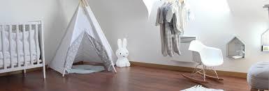 lumiere chambre enfant veilleuse ou pas pour bébé bébé doit il dormir dans le noir