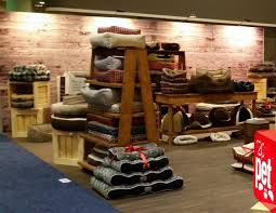 R2P Pet Trade Show Displays Crates Ladders Merchandising 2