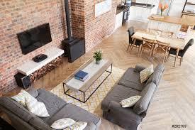 foto auf lager home interior mit offener küche lounge und essbereich