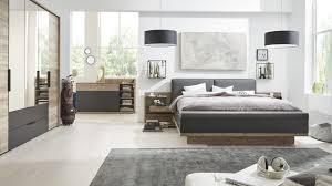 mehr stauraum im schlafzimmer interliving