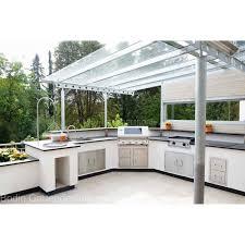 moderne großzügige outdoorküche mit beefeater grill und