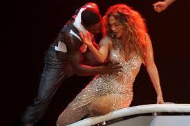Jennifer Lopez Wardrobe Malfunction Stage Fans Get The