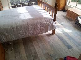 Linoleum Flooring That Looks Like Wood by Dark Tile Flooring That Looks Like Wood Bedroom Tile Flooring
