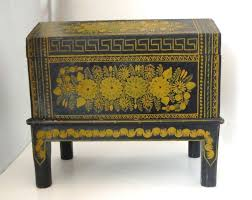 Antique Ebonized Hand Painted Mexican Wedding Trunk In Excellent Condition For Sale Los Angeles