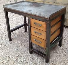 fabrication d un bureau en bois etabli bureau metal 3 tiroirs bois 1950 patine mettetal industry