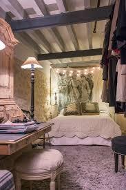 nostalgisches schlafzimmer mit sekretär bild kaufen
