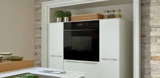 cuisine four encastrable un four encastrable noir pour votre cuisine et moderne