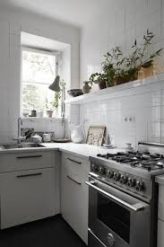 Simple Kitchen Decor With Tile Walls And Countertops