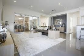 fliesen im wohnzimmer spiegeln die beleuchtung living room