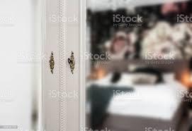 antike vintage spiegel am schrank mit goldenen schloss und schlüssel im schlafzimmer stockfoto und mehr bilder architektur