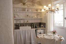 cuisine shabby vaisselier salon cuisine shabby chic et romantique centre