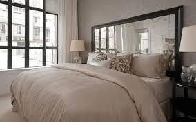schlafzimmer gestalten modern mit spiegel bett kopfteil