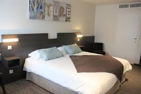 chambre confort les chambres de l hôtel à crevin entre bain de