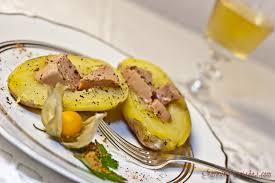 pomme de terre en robe de chambre au four pommes de terre foie gras et huile de truffe une recette de fête