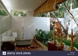 waschbecken im badezimmer aus dem garten bambus