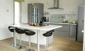 table de cuisine haute avec tabouret table de cuisine haute avec tabouret une cuisine avec lot central