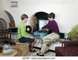 1960s zwei teenaged mädels spielender musikplatten auf