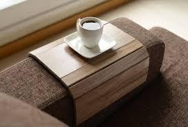 canapé table plateau fait à la canapé bras plateau