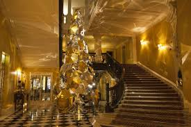 Claridges Unveils Christmas Tree Made Of Umbrellas Designed By Burberrys Christopher Bailey