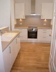 ebenfalls luxus design beige hochglanz kuche und holz
