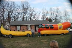 Oscar Mayer Weiner Mobile (Banana For Scale) : Funny