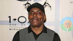Carson Daly Halloween Linus by Rapper Coolio Arrested After Loaded Gun Found At Lax Hollywood
