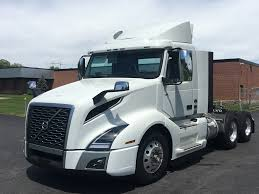 2018 VOLVO VNL300 TANDEM AXLE DAYCAB FOR SALE #571556
