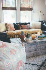 Cheap Living Room Decorating Ideas Pinterest by Best 25 Bohemian Apartment Decor Ideas On Pinterest Boho Room