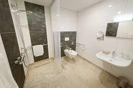 badezimmer behindertengerecht hotel burgschänke alpen
