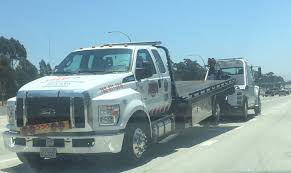 I Always Find It Funny When I See A Tow Truck Getting Towed. : Hookit